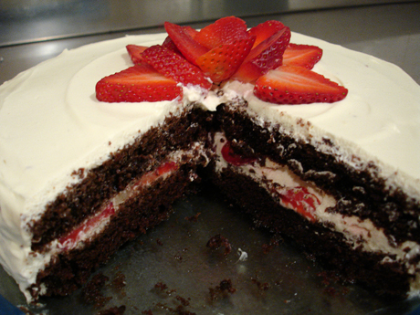 chocolate-berry-cream-cake2